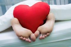 Pieds avec le coeur Photographie stock libre de droits