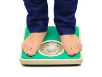 pieds d'échelle de femme de poids Photographie stock