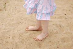 Pieds dans le sable Image stock