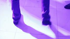 Pieds de danse sur le banket clips vidéos