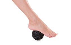 Pieds de massage avec une boule en caoutchouc Photographie stock