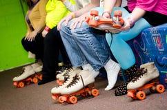 Pieds de patinage de rouleau image libre de droits
