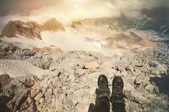 Pieds de selfie de femme de trekking de détente de bottes extérieure Photo libre de droits