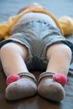 Pieds de sommeil de bébé Photographie stock