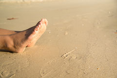 Pieds et sable Photographie stock libre de droits