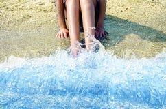 Pieds lavés dans le ressac Photo stock