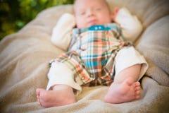 Pieds minuscules de bébé photographie stock libre de droits