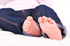 Pieds nouveau-nés de chéri Image libre de droits