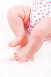 Pieds nouveau-nés de chéri Photographie stock libre de droits