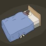 Pieds sous le lit de l'homme nerveux Image libre de droits