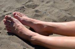 Pieds sur la plage Image stock