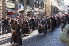 Pieghi le donne in costume medievale alla parata tradizionale del festival medievale di Befana di epifania a Firenze, Toscana, It Fotografia Stock Libera da Diritti