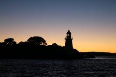 Piekła zakazują latarnię morską Tasmania jako sylwetka w wczesnego poranku niebie Obraz Royalty Free