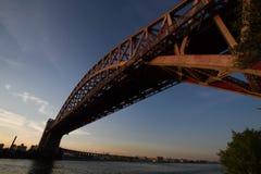 Piekło bramy most nad rzeką z zmierzchu niebem Obraz Stock