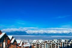 Piek, Alpiene het dorpshuizen van de bergsneeuw Europa, oude stad wint Royalty-vrije Stock Foto