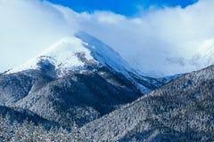 Piek, mooie natuurlijke de winterachtergrond van de bergsneeuw Ijs hoogste o Royalty-vrije Stock Foto's