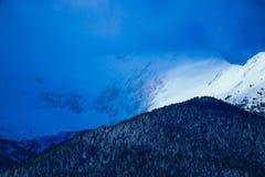 Piek, mooie natuurlijke de winterachtergrond van de bergsneeuw Ijs hoogste o Royalty-vrije Stock Afbeeldingen
