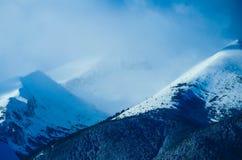 Piek, mooie natuurlijke de winterachtergrond van de bergsneeuw Ijs hoogste o Stock Foto's