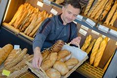 Piekarnia handlarza dumna chlebowa produkcja Obraz Royalty Free