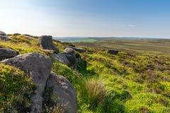 Piekdistrictslandschap bij Stanage-Rand, Derbyshire, Engeland, het UK stock afbeeldingen