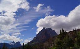 Pieken en Wolken, Gletsjer Nationaal Park stock fotografie