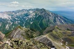 Pieken van de bergen in de zomer Royalty-vrije Stock Afbeeldingen