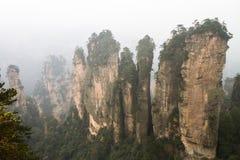 Pieken in wolken in Zhangjiajie royalty-vrije stock afbeeldingen