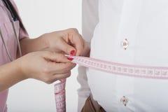 Pielęgniarka czeka ciężar dla otyłości obraz royalty free