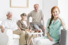 Pielęgniarka i seniory zdjęcia stock