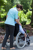 Pielęgniarka pójść out dla spaceru z starą kobietą Obraz Royalty Free