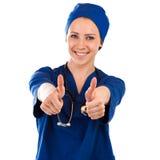 Pielęgniarka pokazuje aprobata sukcesu znaka fotografia royalty free