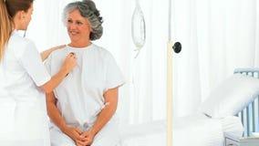 Pielęgnuje brać bicie serca jej starszy pacjent zbiory