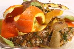 Piel pelada de la fruta Imagenes de archivo