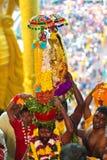 Pielgrzymi niesie jego bóstwo bóg przy Thaipusam zdjęcia royalty free