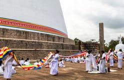 Pielgrzymi w Anuradhapura, Srilanka obrazy royalty free