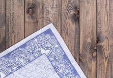 Pielucha na drewnianym tle Odgórny widok Zdjęcia Stock