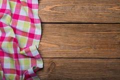 Pielucha od lewa strona drewnianego stołowego odgórnego widoku zdjęcia stock