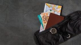 Pieniądze pasek z paszportem zdjęcie royalty free