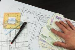Pieniądze budować dom Hipoteczna zaliczka Ważni Czescy banknoty Część architektoniczny projekt, architektoniczny plan, techniczny Fotografia Stock