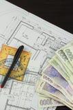 Pieniądze budować dom Hipoteczna zaliczka Ważni Czescy banknoty Część architektoniczny projekt, architektoniczny plan, techniczny Zdjęcie Royalty Free