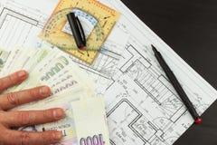 Pieniądze budować dom Hipoteczna zaliczka Ważni Czescy banknoty Część architektoniczny projekt, architektoniczny plan, techniczny Zdjęcie Stock