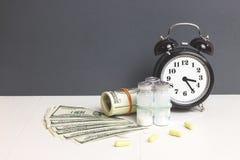 Pieniądze drugpill i dolar Pojęcie medycyna Obrazy Stock