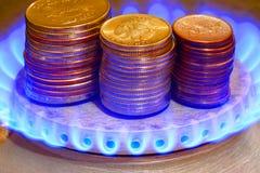 Pieniądze i gazu pochodnia Rosyjski rubel obrazy stock