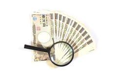 Pieniądze jenu banknoty pod powiększać - szkło Obraz Stock