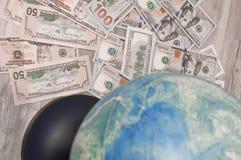 Pieniądze na tło mapie świat samolotowa tła pojęcia kuli ziemskiej ilustracja odizolowywająca surranded target771_0_ biel Obrazy Stock