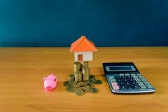 Pieniądze oszczędzania pomysły dla domów, Pieniężnych i Pieniężnych pomysłów, oszczędzanie pieniądze w narządzaniu dla przyszłośc fotografia royalty free