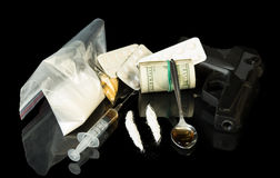 Pieniądze, pistolet i leki, Zdjęcie Royalty Free