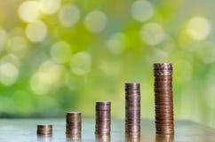 Pieniądze przyrosta oszczędzania pieniądze Górny drzewo monet pokazywać pojęcie obrazy stock