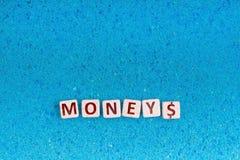 Pieniądze słowo na kamieniu obraz stock