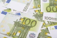 Pieniądze sto euro banknoty spieniężają, zamykają w górę, obraz royalty free